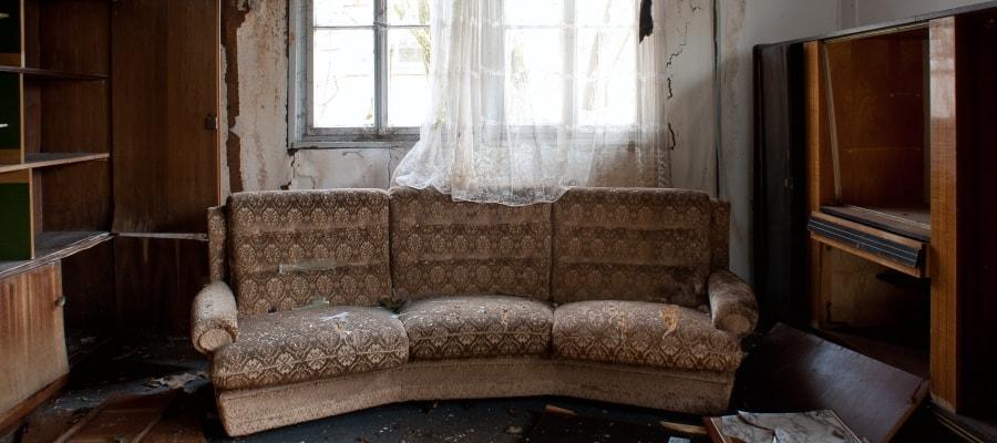 מראה החדר לאחר שנפגע בשריפה