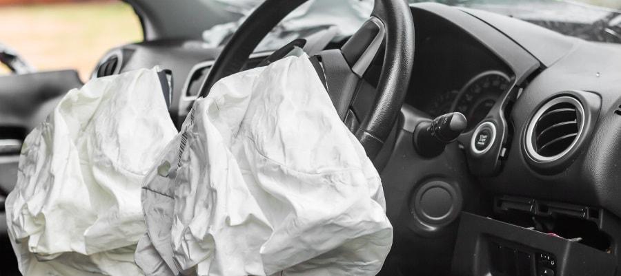 כרית האוויר נפתחה ברכב לאחר התאונה