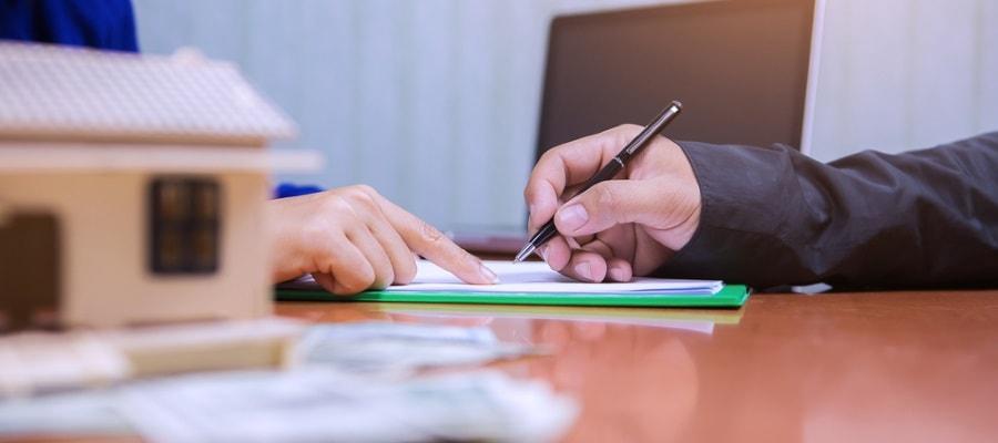 חתימה על חוזה לרכישת דירה