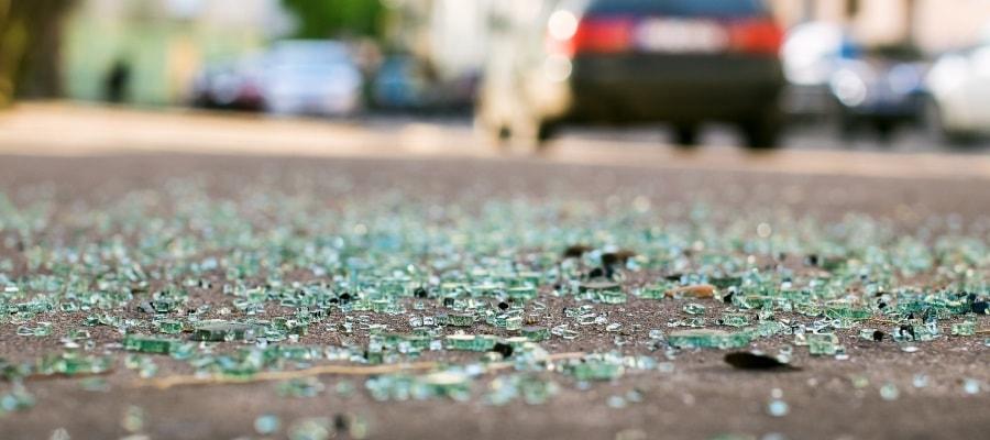 התנפצות השמשה לאחר תאונת דרכים