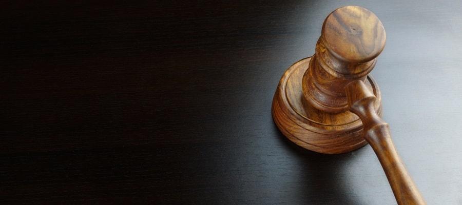 בית המשפט קובע אם הנאשם יורשע