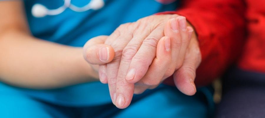 האם יש לקשיש ביטוח סיעודי?