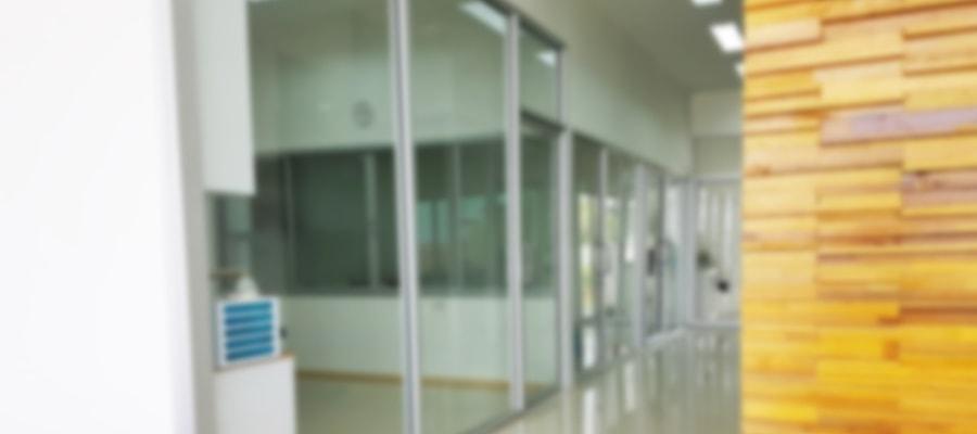 המתנה במסדרונות בית החולים
