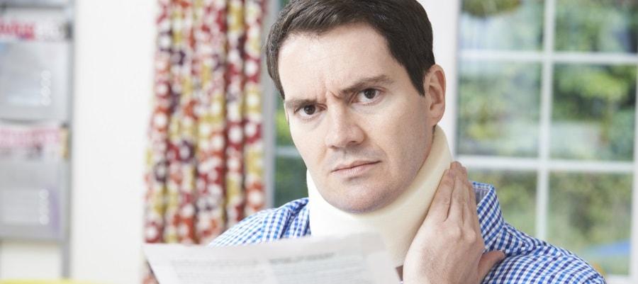 הצוואר כואב לאחר פגיעה בתאונת דרכים