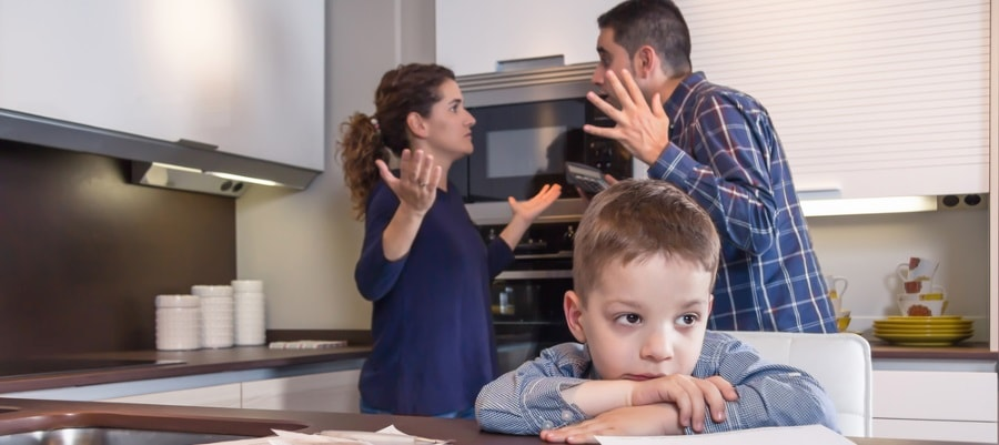ריב בין ההורים - לא פשוט לילד