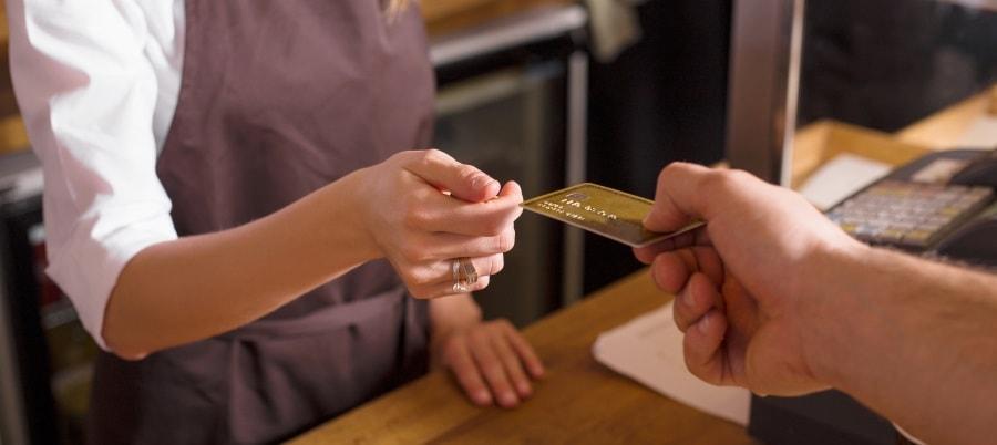 האם הטיפ נכלל בתשלום בכרטיס האשראי?