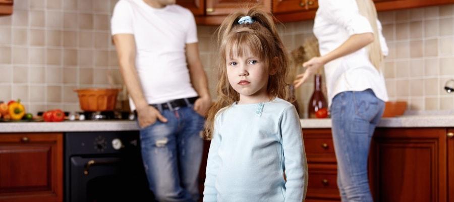 הילדה עצובה - מאבק הגירושין משפיע עליה