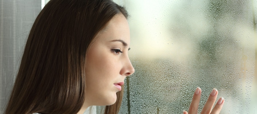 תחשוה של עצבות וחוסר ודאות