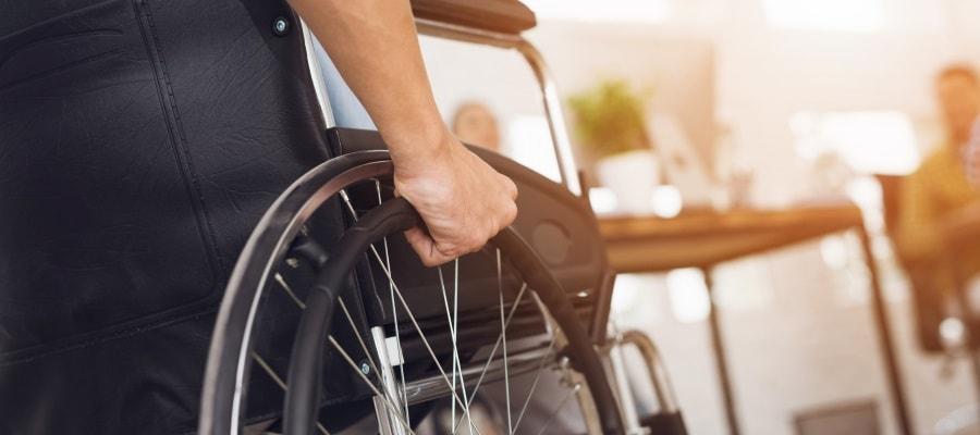 נפצע בתאונה ויושב בכסא גלגלים