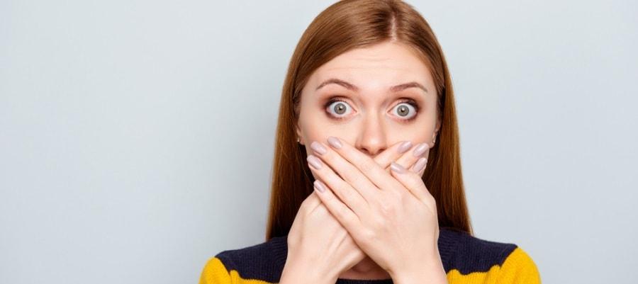 האשה בהלם מהדברים ששמעה...